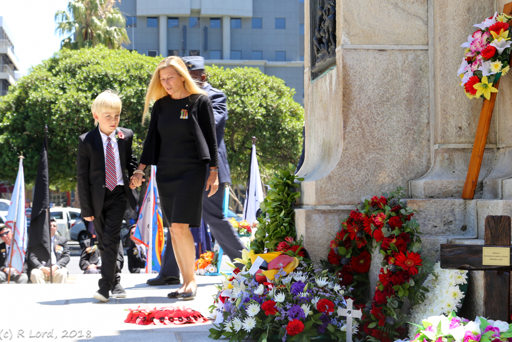 13 – GRAND BAILIFF LAYS CENTENARY REMEMBRANCE DAY WREATH ON BEHALF OF THE ORDER